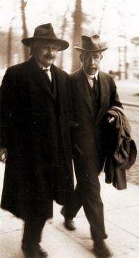 Albert Einstein & Niels Bohr